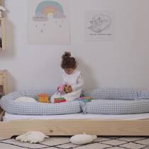 Si queréis proteger todo el contorno de la cama, es tan sencillo como unir dos de nuestros cojines protectores. Tienen la medida perfecta 😉. . #petitemarmotte #cojinprotector #camamontesorri #algodonorganico