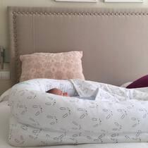 Inclinación de un 15% gracias a nuestra cuña antireflujo. De gran ayuda si el bebé tiene moquetes, respirará mucho mejor 😉. También mejora cólicos y ayuda a hacer mejores digestiones. Disponible en 3 tamaños! . #petitemarmotte #cunanido #nidobebe #cuñaantireflujo #babybest #algodonorganico #regalobebe #babyshower #nidocolecho #colechoseguro
