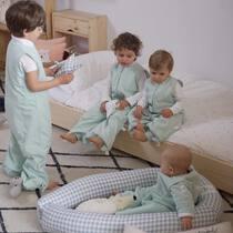 Nuestros pijamas desde la talla 6-12 meses hasta la 6-8 años, evolutivos y de algodón orgánico. Si te vas de viaje, llévatelo y así te aseguras que dormirá siempre con la temperatura ideal. Qué tal vuestro fin de semana? . #petitemarmotte #pijamamanta #algodonorganico #pijamaentretiempo #sacodedormir #regalobebe