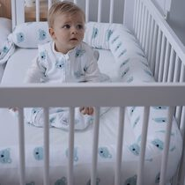No sabes cómo abrigar  tu bebé para dormir? En el blog os hemos dejado varios post con guías según la temperatura de vuestra casa y la edad del peque. Esperamos que os resulte útil! . #petitemarmotte #sacodedormirbebe #sleepingbag #algodonorganico #tog